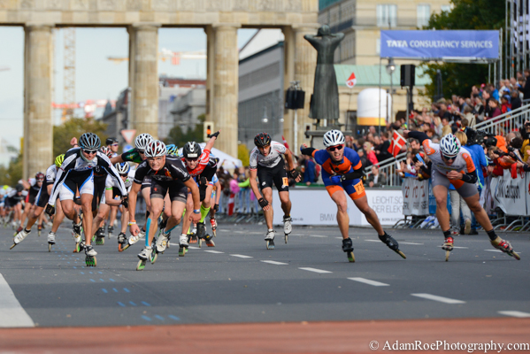 Inline Skaters sprint to the finish line of the Berlin Marathon with the Brandenburg Gate behind them