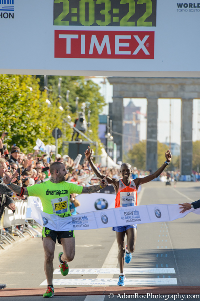 Wilson Kipsang crossing the finish line at the 2013 Berlin Marathon