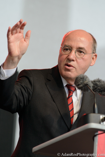 Gregor Gysi, The Left's candidate for chancellor, speaks to supportors in Berlin