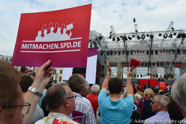 The SPD's 150th birthday party opened the election season for them in front of the Brandenburger Gate