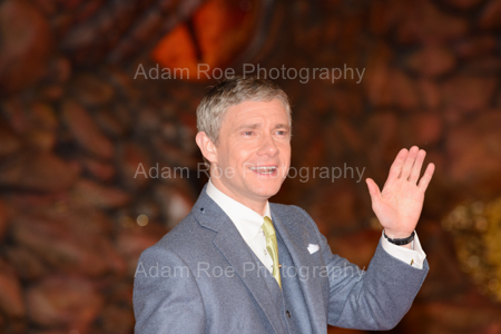 Martin Freeman (Bilbo Beutlin). Note the dragon's eye staring down at him.