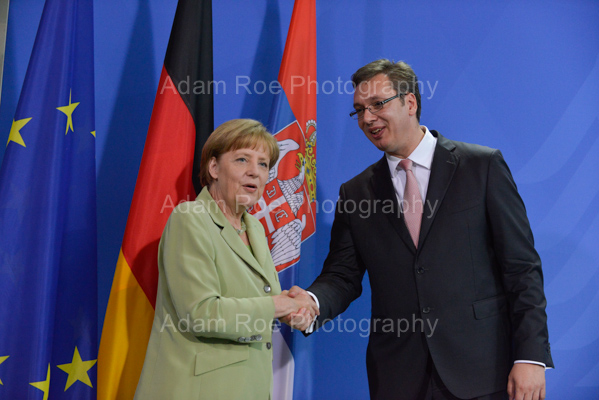 Angela Merkel and Aleksandar Vucic  shake hands after adressing the press in Berlin.