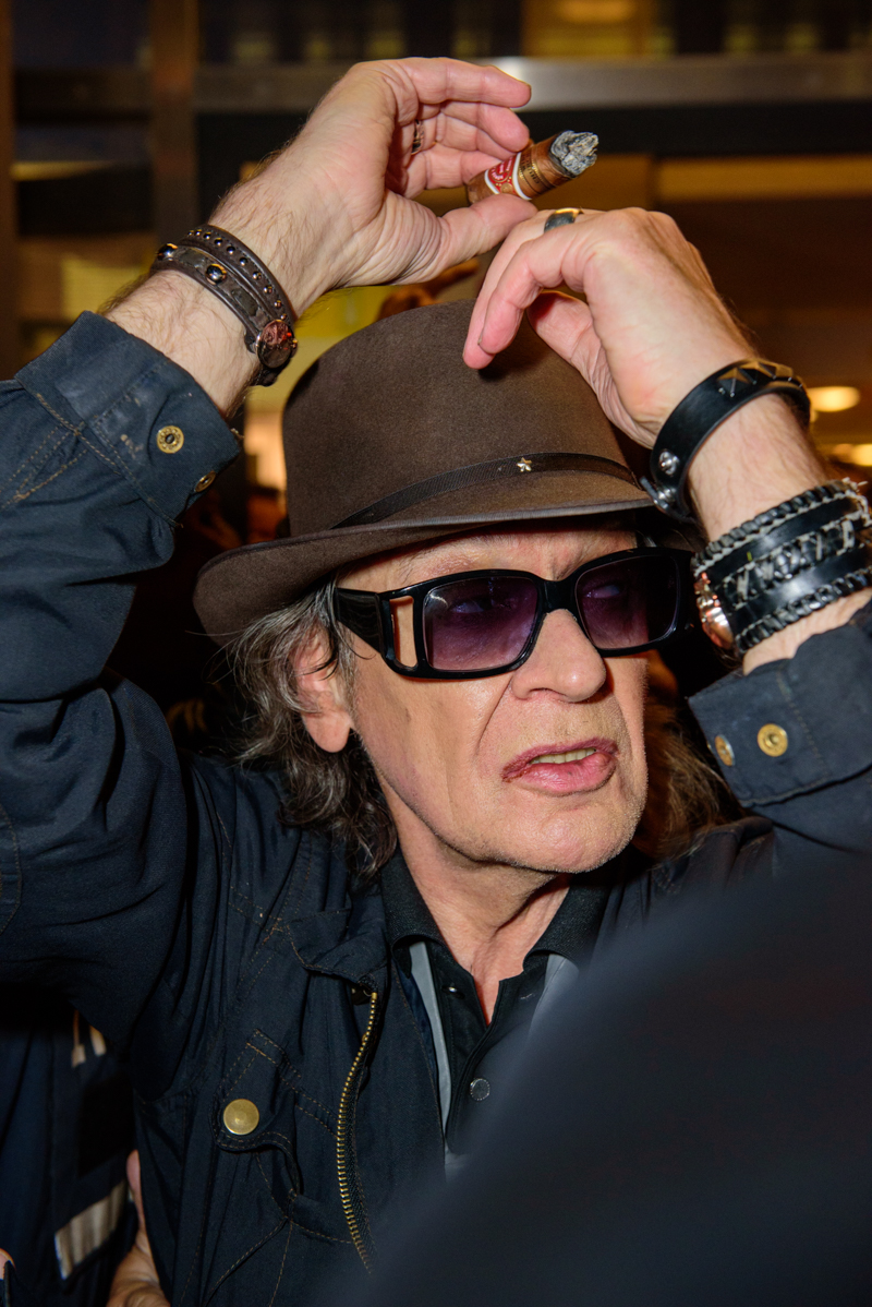 Udo Lindenberg wading through the crowd.