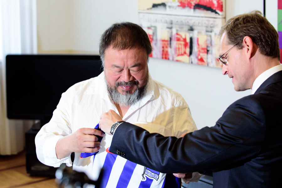 The Governor of Berlin Michael Mueller gave Weiwei a football jersey from the local team (ok, the better of the two).